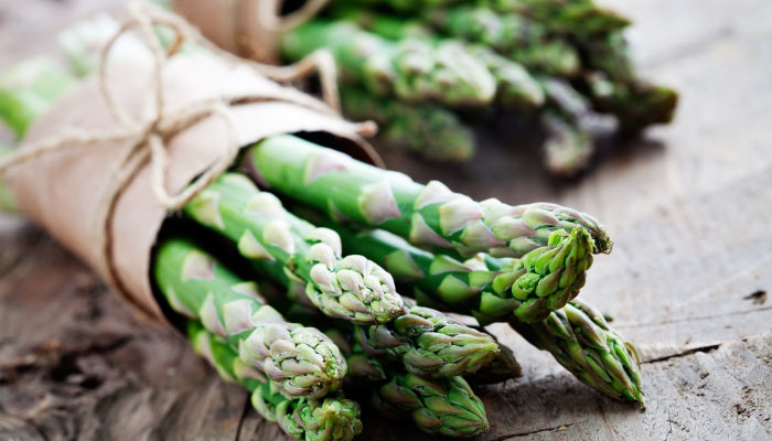 Eat Well LiveWell: Asparagus and Cashews